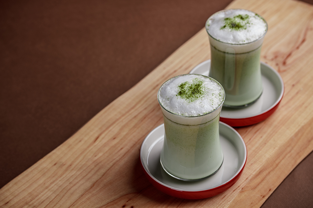 Matcha Latte passt hervorragand in Cafés und kann kinderleicht zubereitet werden.