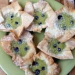 Mini Matcha-Heidelbeer-Cheesecakes