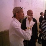 BOBBY KOLADE genießt Matcha nach der Show