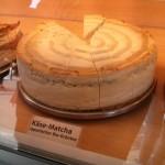 Matcha-Käsetorte vom Cafe Dreikäsehoch auf dem Flohmarkt im Mauerpark