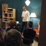 Matcha Seminar bei Schneefeld und Hund